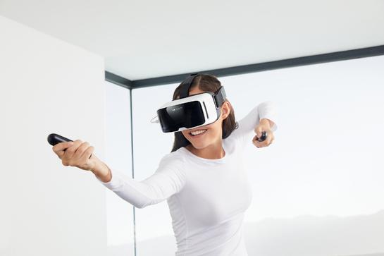 スマホ対応VRヘッドセット「ZEISS VR ONE Connect」を発表