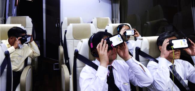 東急バス企画のチャーターバスにて VR 端末を配布。
