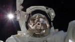 宇宙服の飛行士