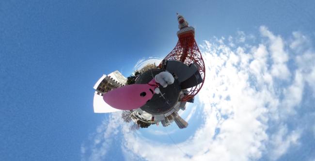 駐車場からみた東京タワー(THETAで撮影)