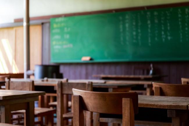 黒板のある学校の教室