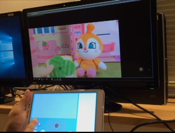 コントローラー側で映像の位置を変更できるので、安全に子供の頭の位置を変えられる