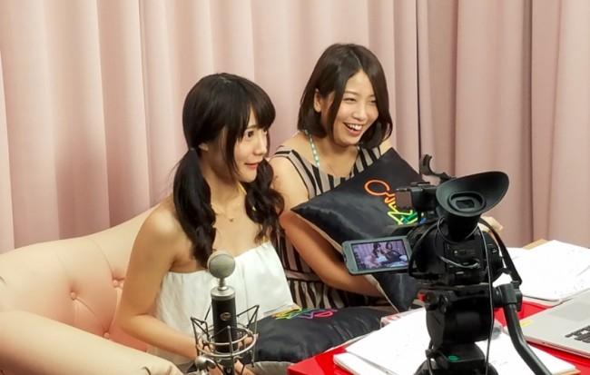 手前のカメラが通常配信で使用するカメラ。