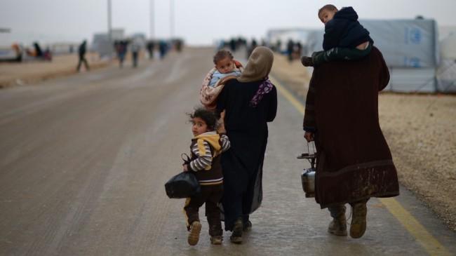 難民キャンプの親子