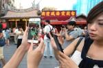 ポケモンGOをプレイする台北市民
