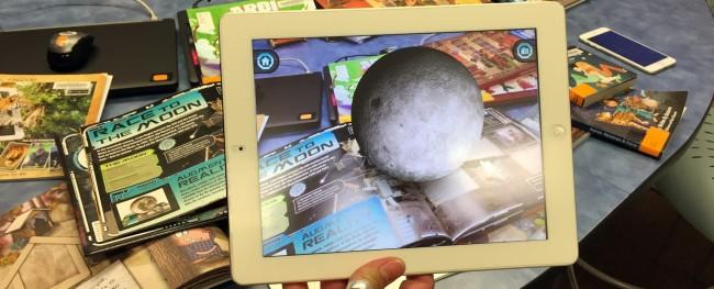 画面に浮かぶ月のモデル