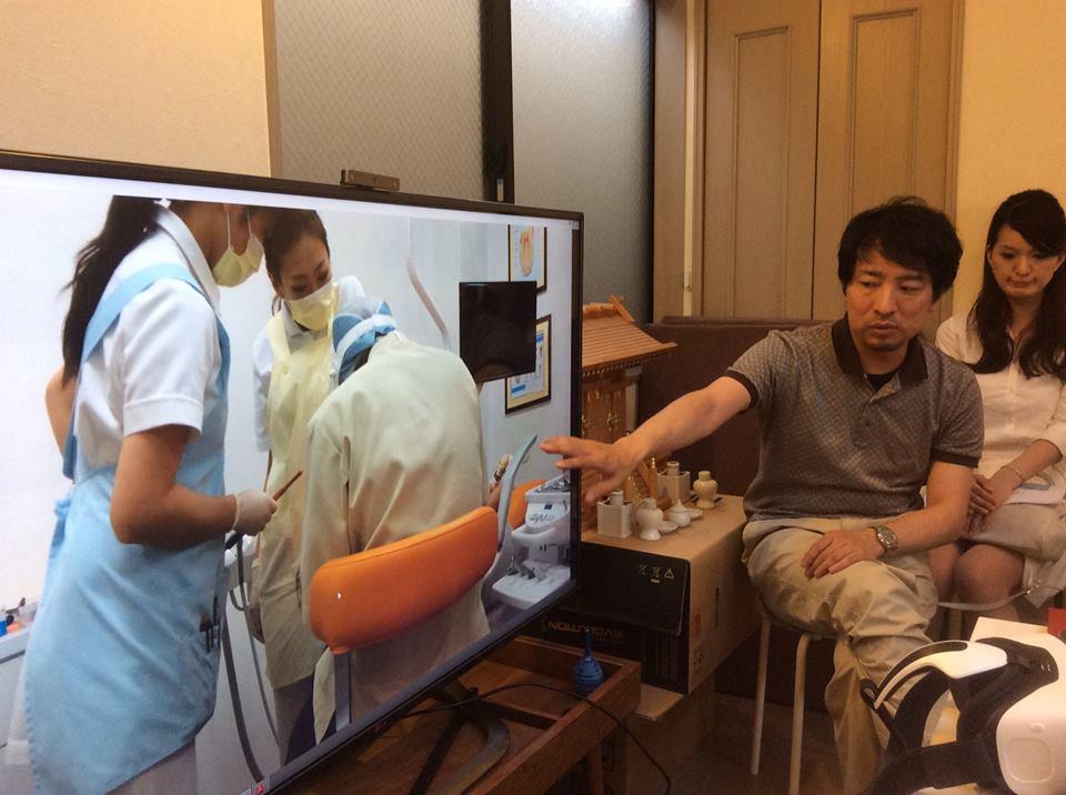 VRを使った試験的な治療の風景