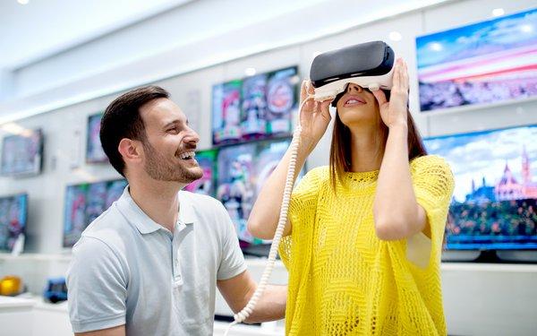 VRヘッドセットを使うユーザ