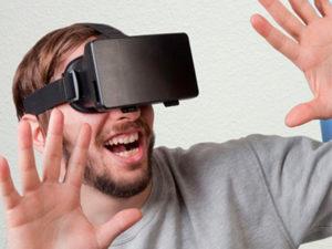 VRのおもしろリアクション動画集!はじめてのVR体験は驚きだらけ?