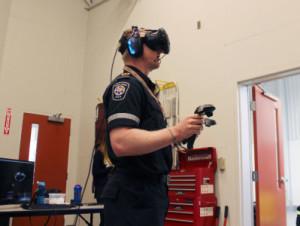 VRでトレーニングする救急救命士