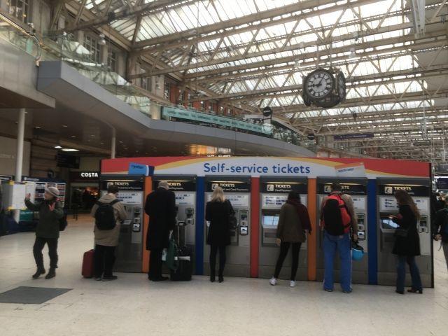 イギリスの駅の風景