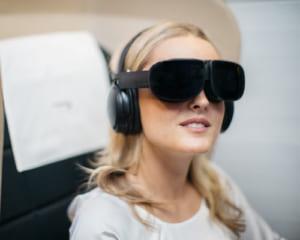 長時間の移動を快適に!英国の航空会社がVR機内サービスを試験導入