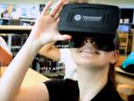 VRヘッドセットを付ける学生