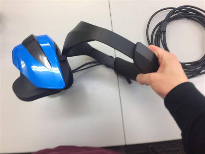 「Acer Windows MR ヘッドセット」はフリップアップ可能!