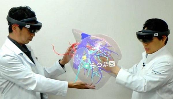 VRニュースイッキ見_VR医療機器「HoloeyesXR」全国47都道府県展開へ