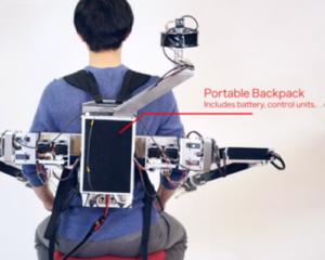 2人で1つの身体を共有!?VRとロボアームを用いた最新技術を慶応大学が開発中