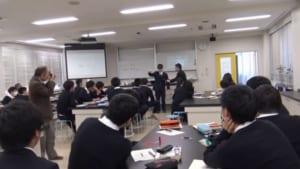 様々な国、場所で行われる理科学習アプリを利用した理科の授業