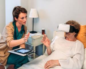 VRで手術患者のストレスを軽減!脳外科手術を受けたある女性のケース